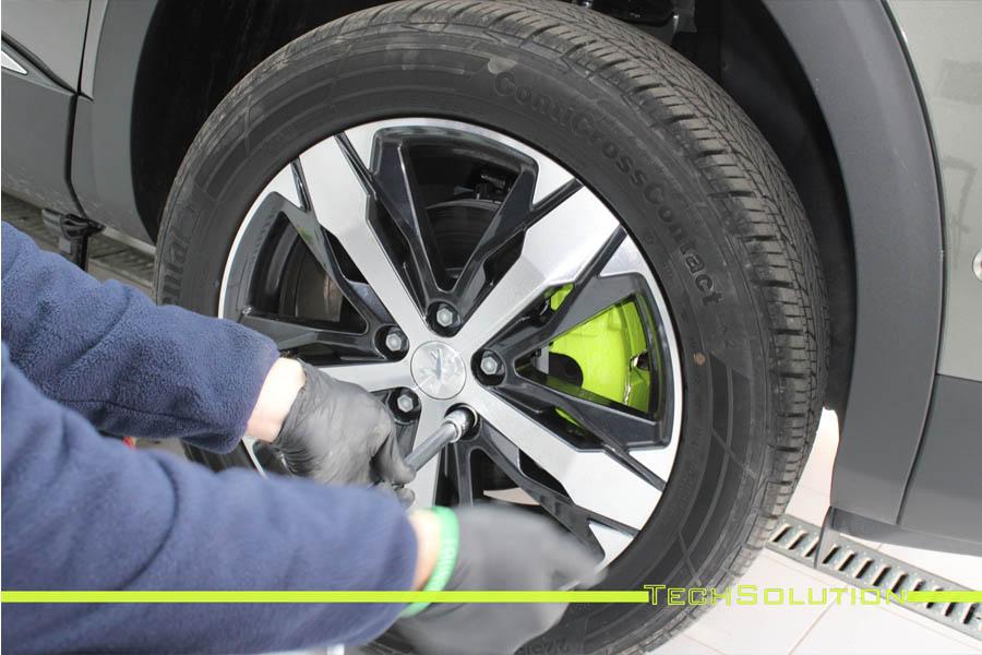 cambio colore verniciatura pinze verde toxic peugeot 3008 tech solution bari 04
