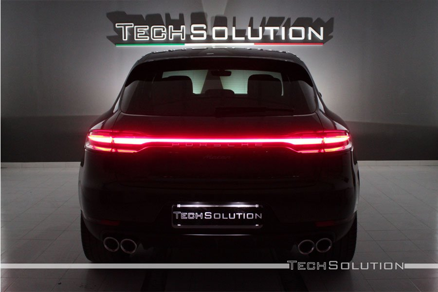 oscuramento vetri porsche macan sfondo design tech solution